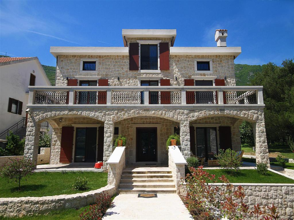 Kotor, Prcanj – authentic villa with the estate, on the first line to the sea