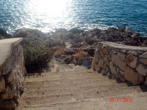 Bar,Dobre Vode- Urbanizovan plac, 580m², na obali mora