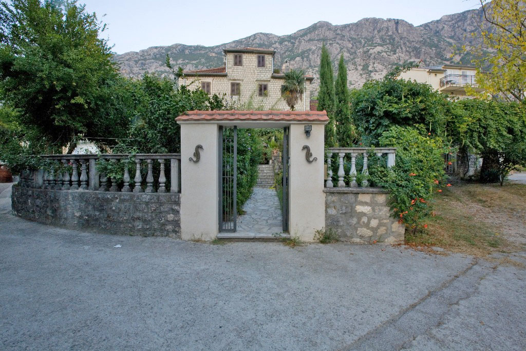 Kotor, Dobrota – genuine stone villa, 30m from the sea;
