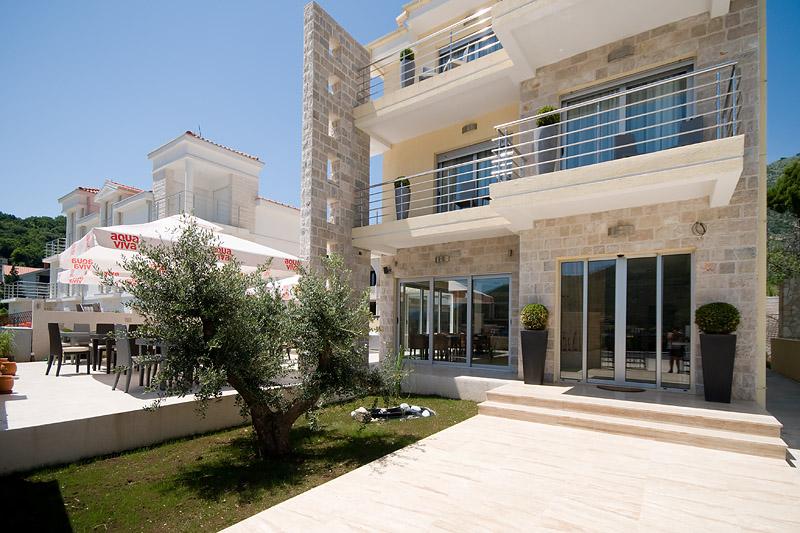 Herceg Novi, Kamenari – boutique hotel sa 4 zvjezdice;