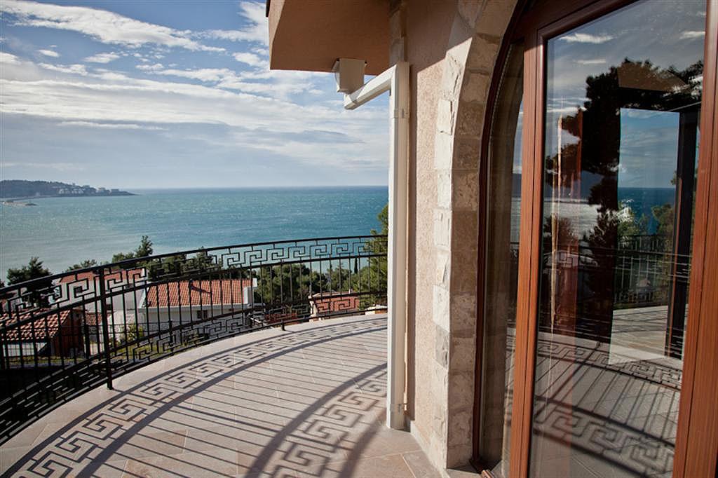 Bar, Zeleni Pojas – vila 326m2, sa bazenom i panoramskim pogledom na more;