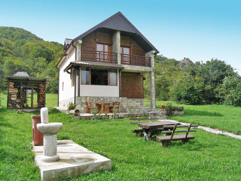 Kolasin, Drijenak – new villa with additional authentic old house