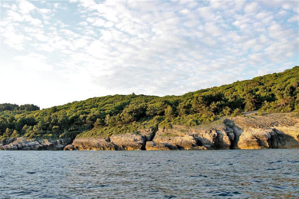 Ulcinj- Izvanredno urbanizovano zemljište 20.000 m2 na prvoj liniji do mora