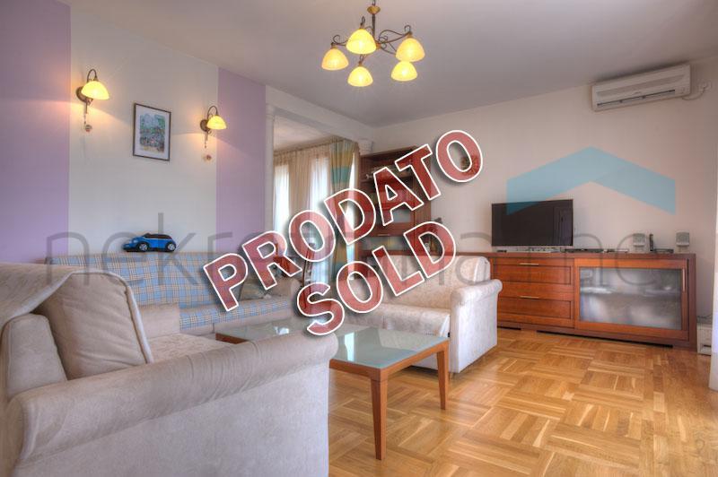 Petrovac- Luksuzan trosoban stan, 100m od mora