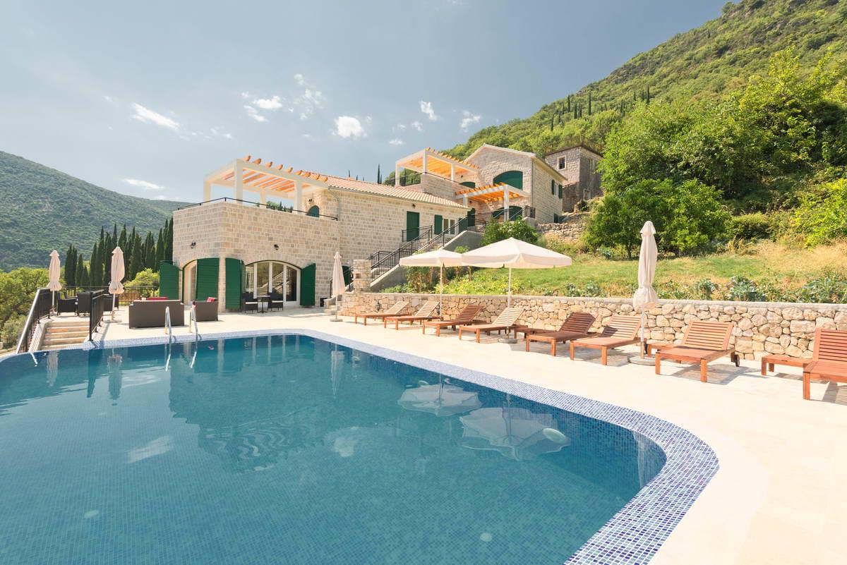 Herceg Novi, Lučići – kompleks vila i apartmana