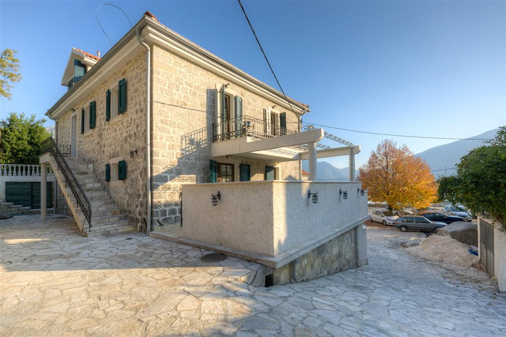 Kotor, Strp - stone villa of 380m2, 20 m from the sea