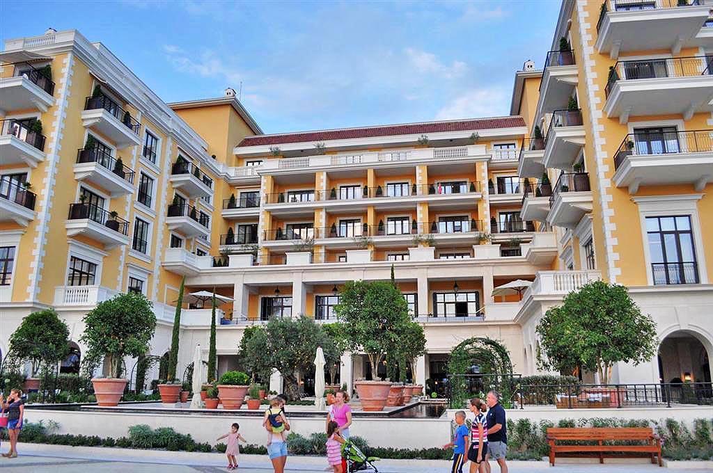 Tivat porto montenegro luxury studio apartments 41m2 for Posh hotels near me