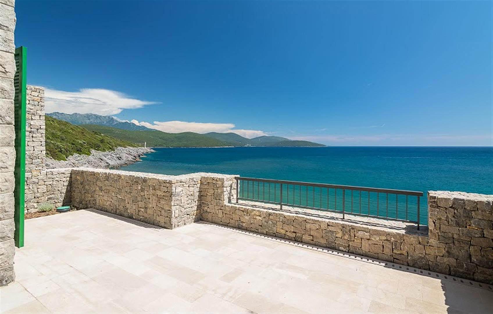 Luštica Bay kompleks - luksuzan trosoban apartman 151 m2, na prvoj liniji do mora