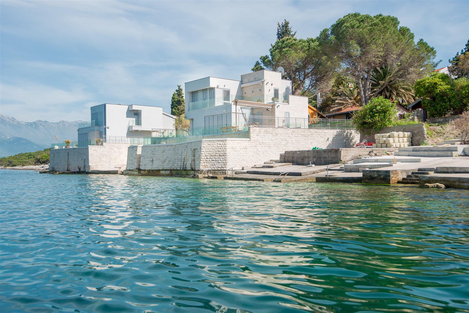Tivat, Krašici - ekskluzivna vila sa direktnim pristupom moru