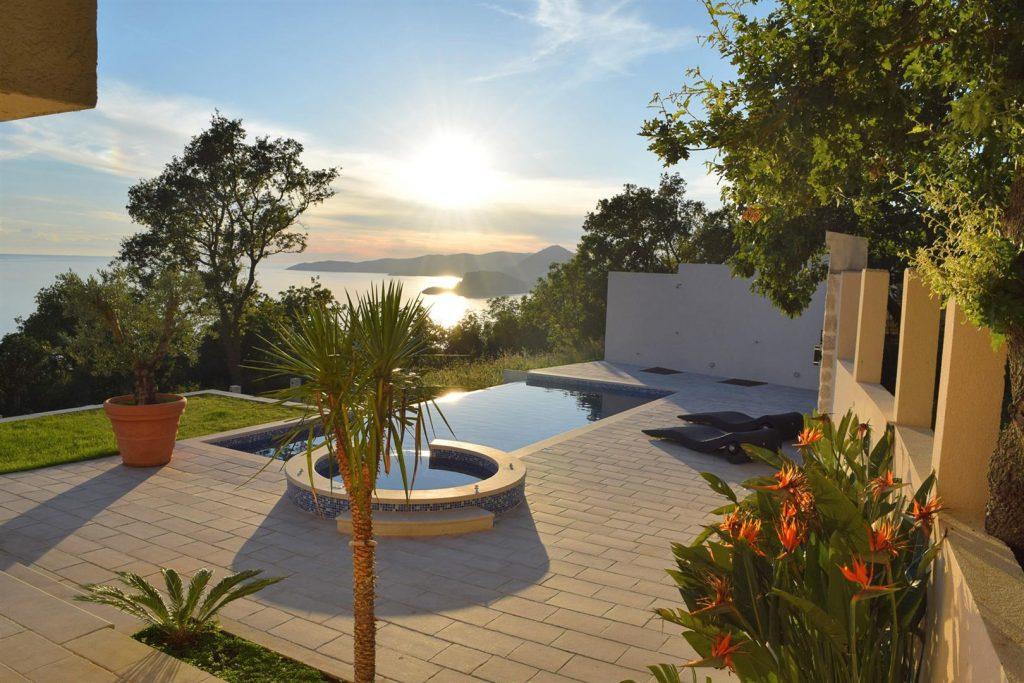 Budva, Blizikuće – vila 200m2, sa bazenom i panoramskim pogledom na more
