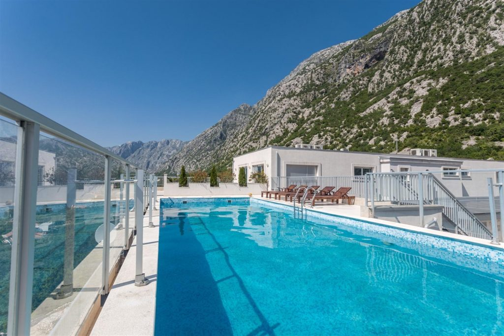 Kotor, Dobrota – three-bedroom penthouse apartment by the roof pool, with panoramic sea view