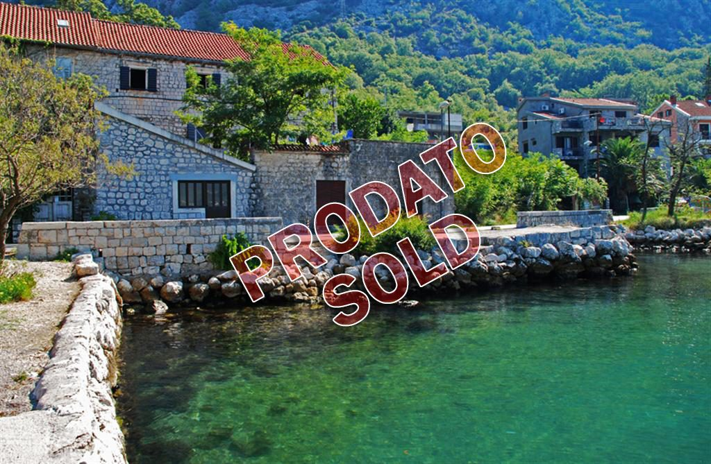 Kotor, Dobrota – old stone house 372 m2, the first line to the sea