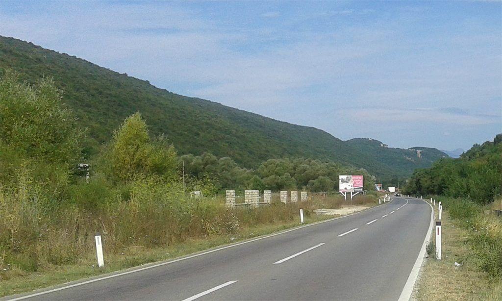 Kotor, Lastva Grbaljska – urbanizovano zemljište uz magistralni put