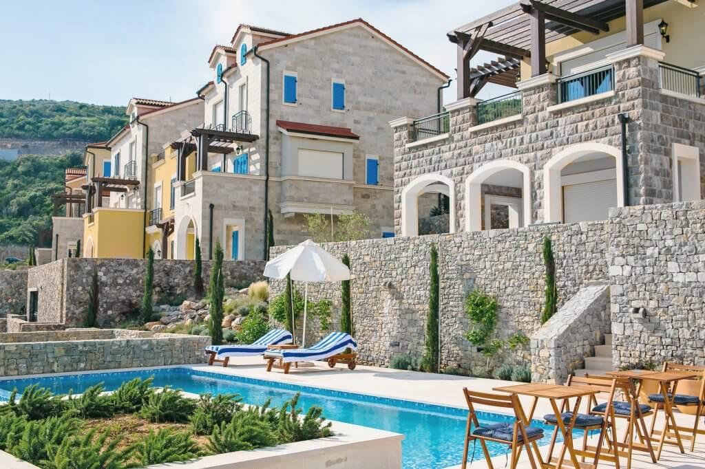 Tivat, Luštica Bay – luksuzan dvosoban apartman 123 m2, na prvoj liniji do mora
