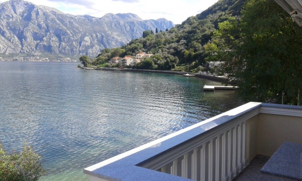 Kotor, Stoliv – two bedroom apartment on the first sea line
