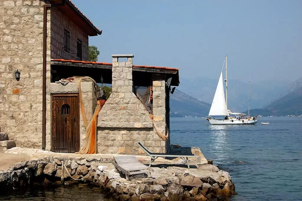 Tivat, Kakrc – stone house of 100m², on the waterfront