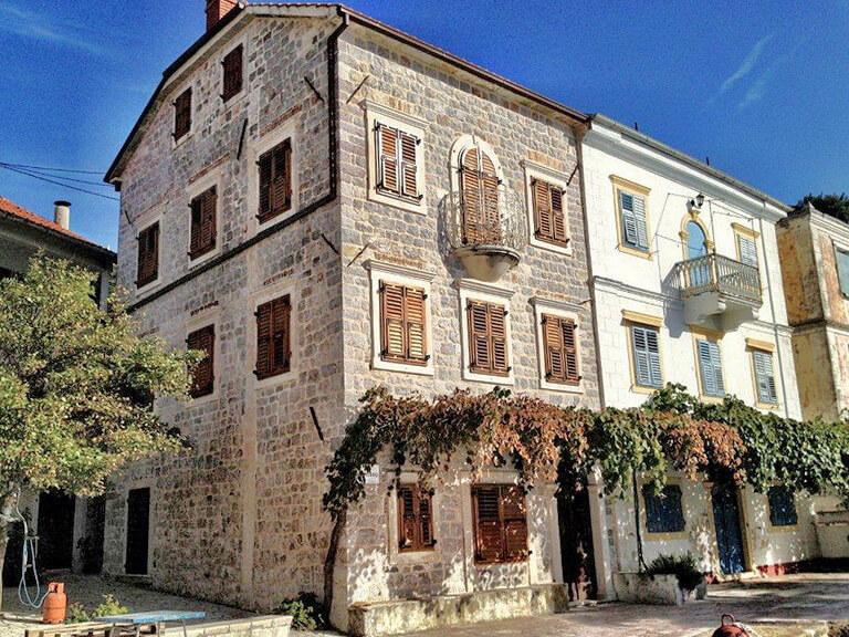 Herceg Novi, Rose – genuine stone villa on the waterfront
