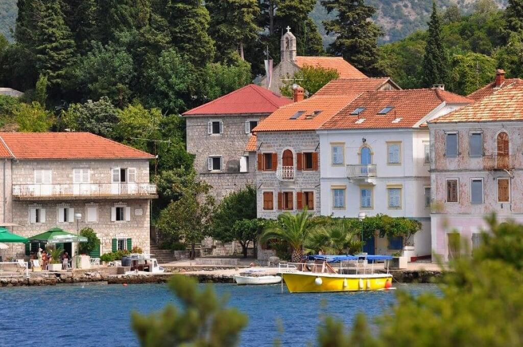 Herceg Novi, Rose – genuine stone villa on the waterfront