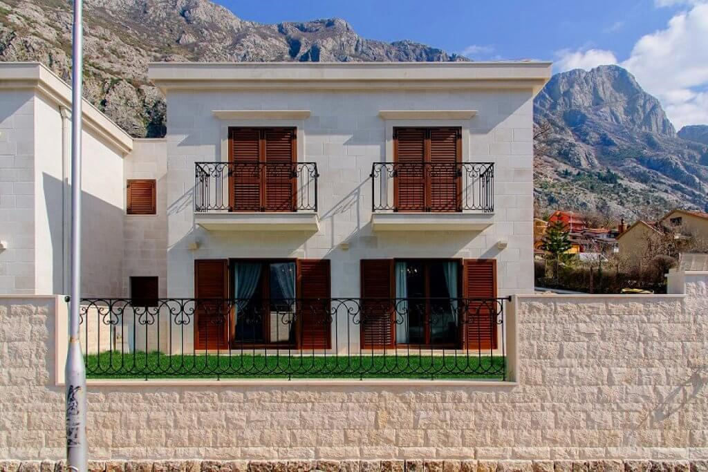 Kotor, Dobrota - complex of villas on the first sea line