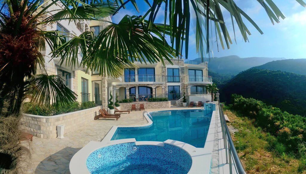 Budva, Becici – luxury apartment 105m2, with panoramic sea views and a swimming pool