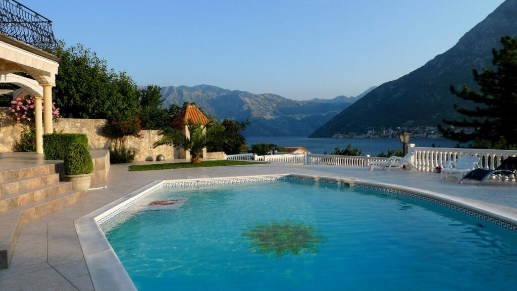 Kotor, Stoliv - complex of two villas, on a plot 2,600m2, 60m from the sea