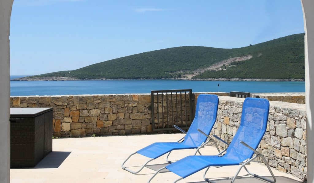 Tivat, Lustica Bay - one bedroom apartment 76m2, with private yard and a garage