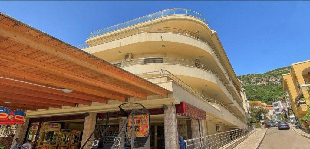 Будва, Рафаиловичи — двухкомнатная квартира 60м2, на первой линии к морю