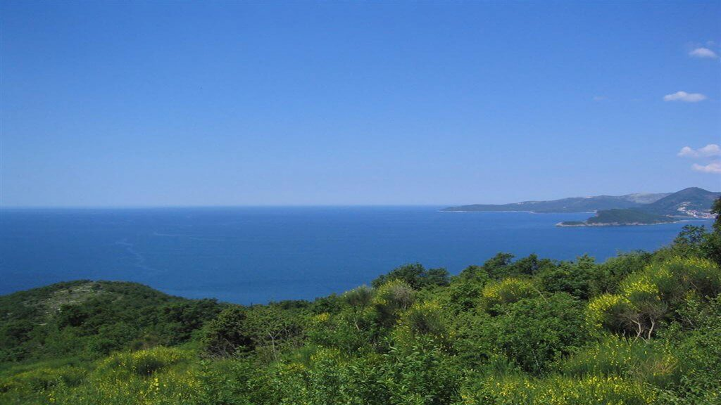 Budva, Blizikuce - urbanized land of 503m2, with panoramic sea view
