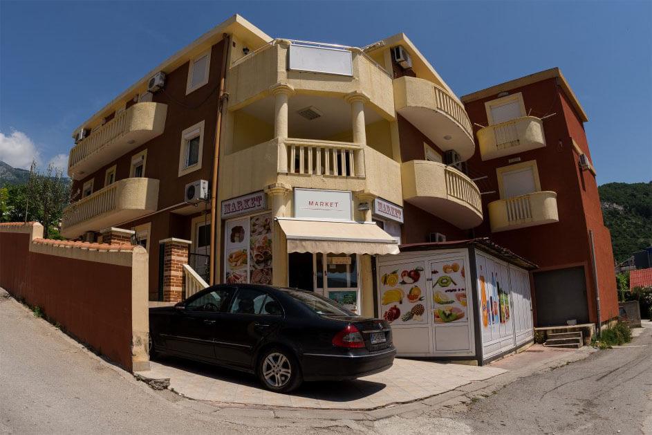 Budva, Lazi – kuća sa apartmanima i poslovnim prostorom