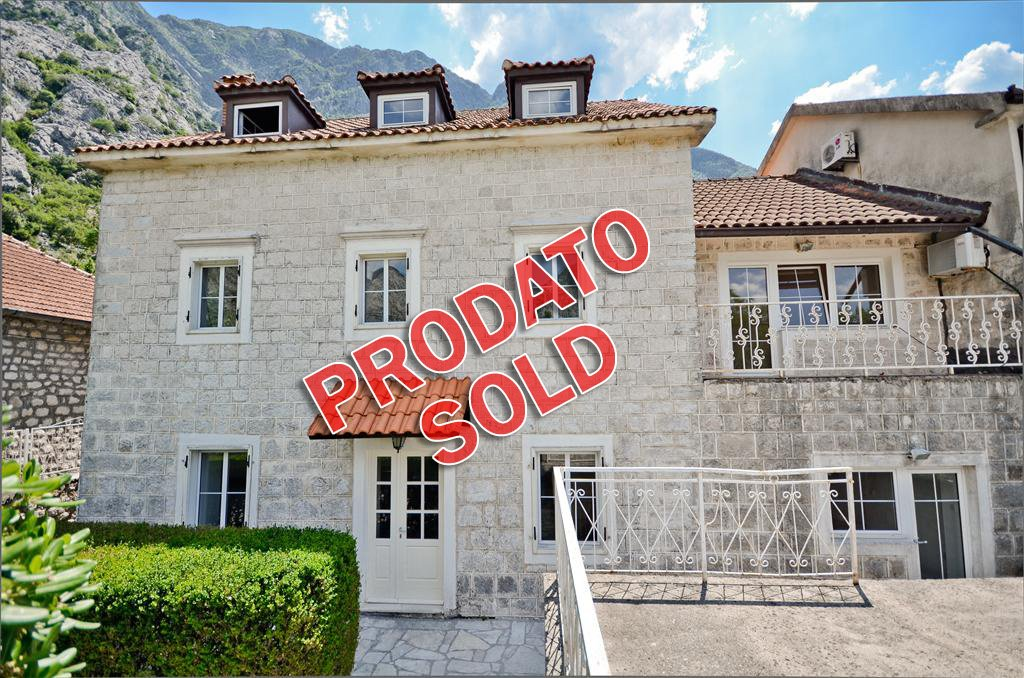Kotor, Ljuta - kamena vila 380m2, prvi red do mora