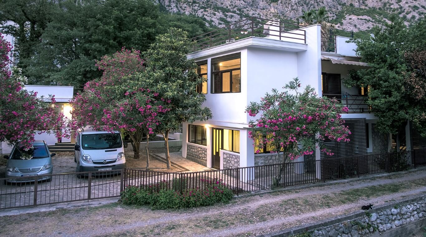Kotor, Orahovac – spacious villa with panoramic sea views