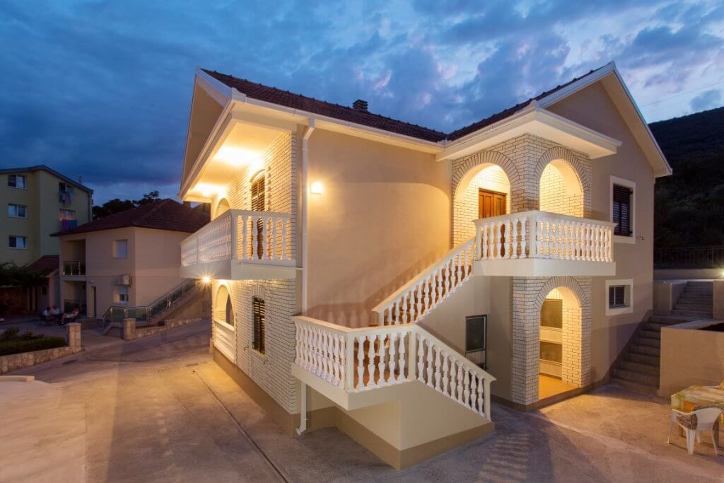 Herceg Novi, Bijela – house 150m from the sea, with garage