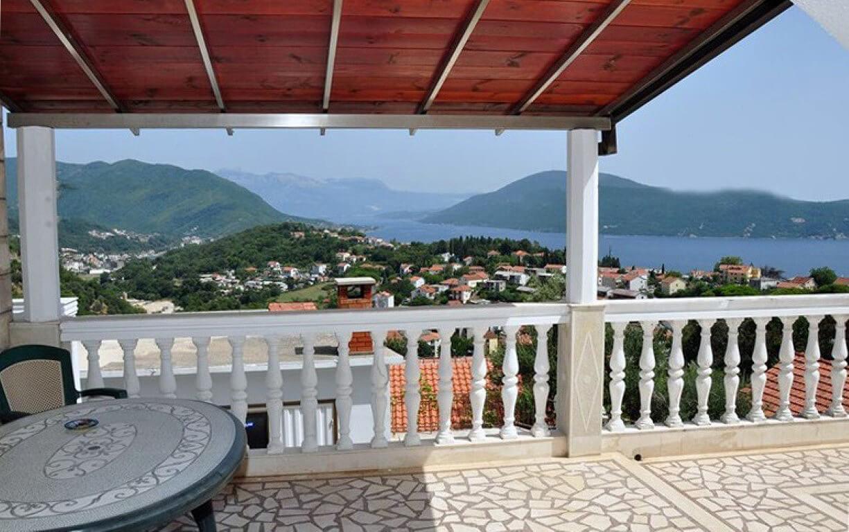 Herceg Novi, Srbina - three-storey house with apartments, near Kanli Tower