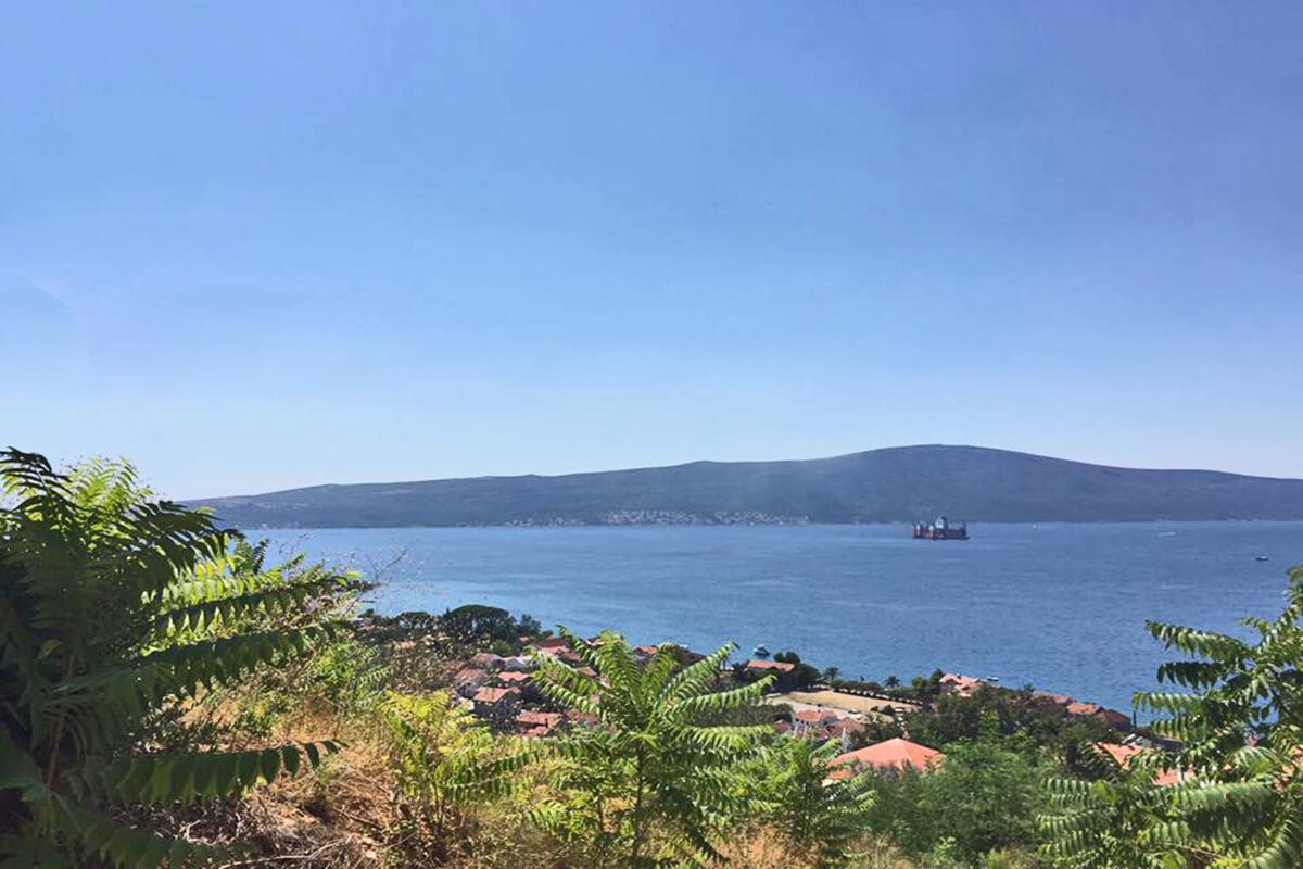 Тиват, Донья Ластва - урбанизированный земельный участок 1,589 м2, с панорамным видом на море