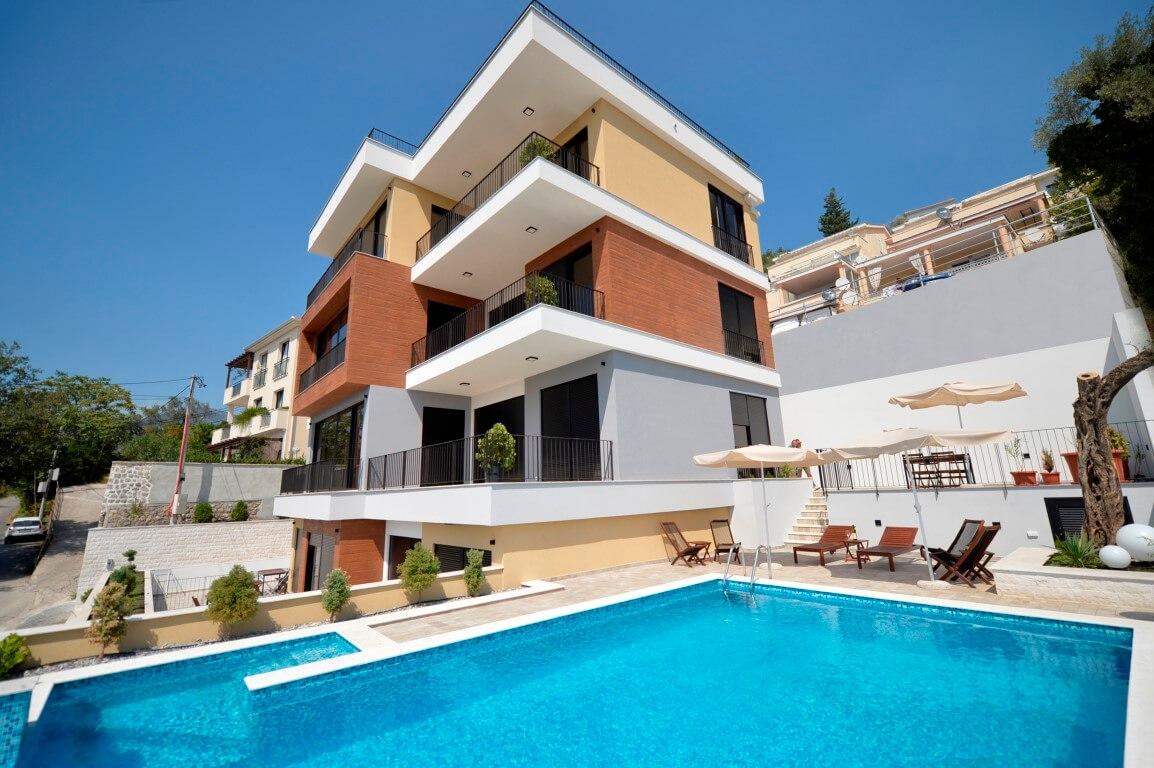 Тиват, Доня Ластва —  четырехкомнатная квартира 127м2, с бассейном и видом на море