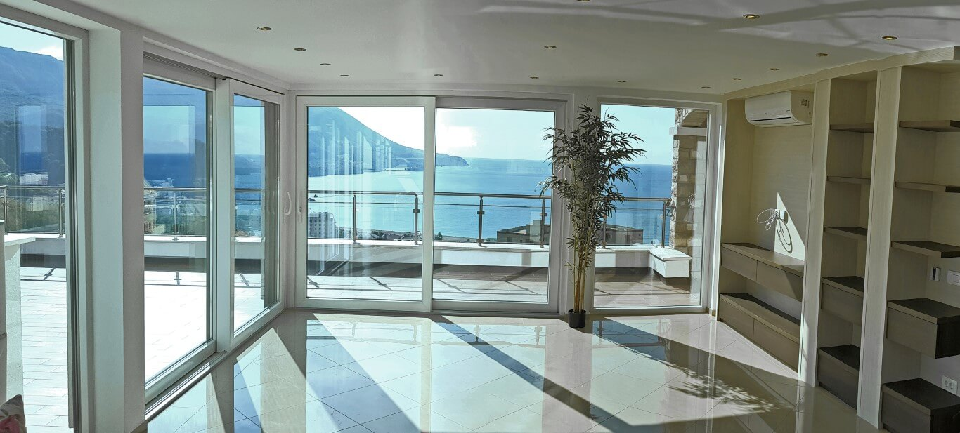 Budva, Becici – exclusive penthouse apartment with private pool