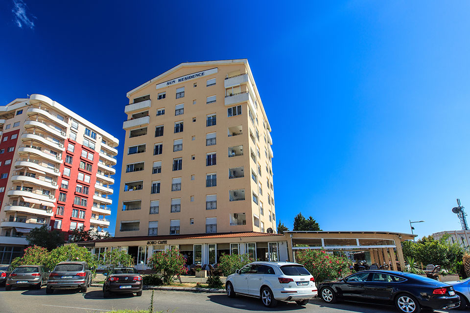 Bar, center - two bedroom apartment of 100m2, with panoramic view of the sea