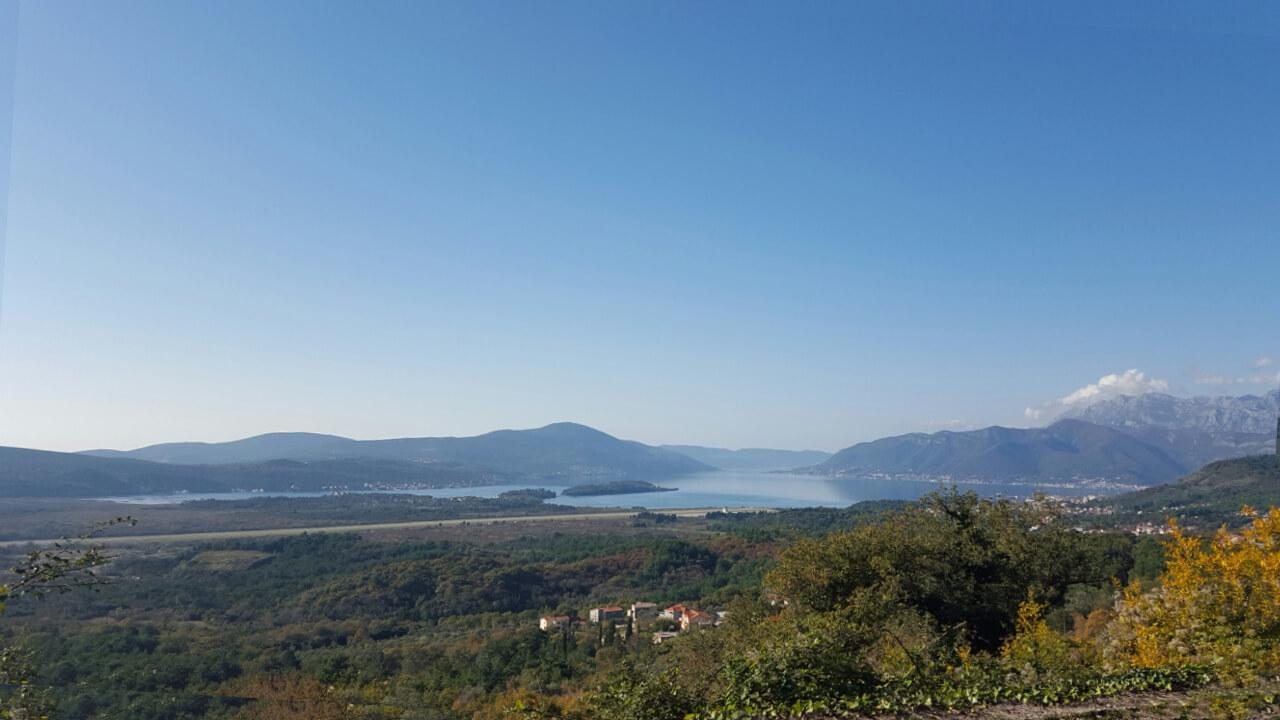Kotor, Kavač – urbanizovano zemljište sa panoramskim pogledom na more
