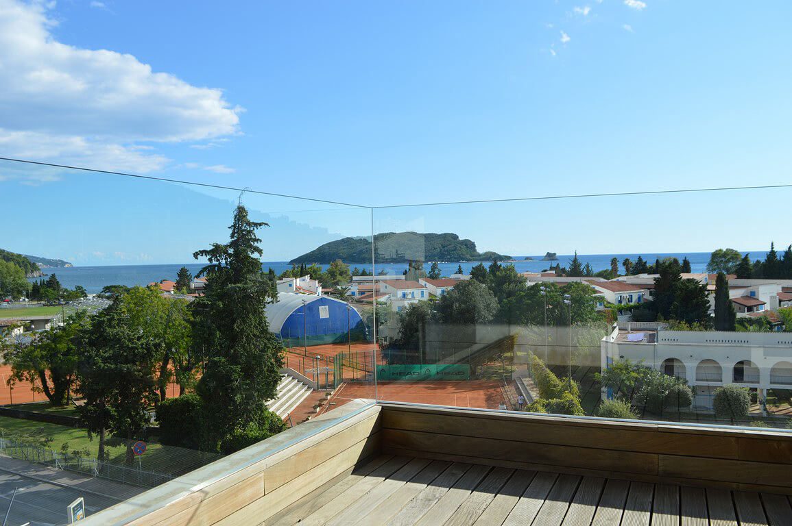 Budva, boulevard – three bedroom apartment with open sea view