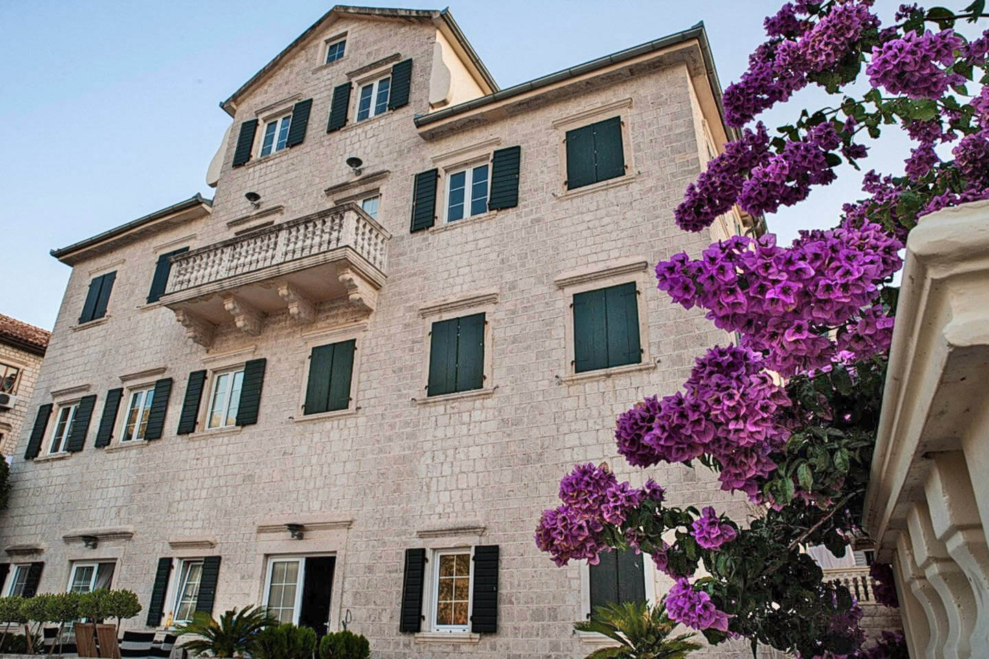 Kotor, Prcanj – one bedroom apartment on the first line to the sea, Verona Palace