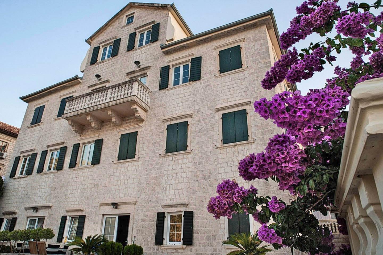 Котор, Прчань — однокомнатная квартира на первой линии от моря, Верона Палас