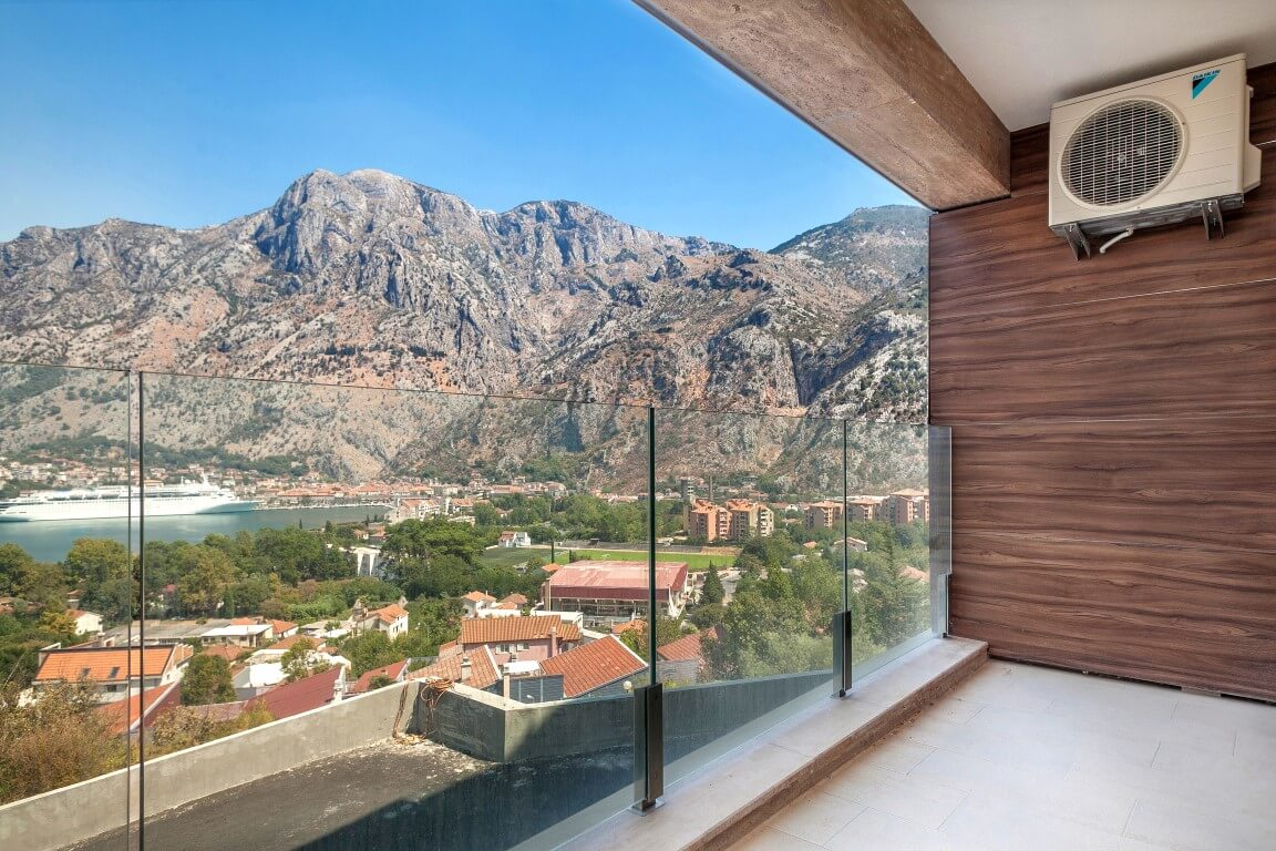 Kotor, Skaljari – four bedroom apartment with open sea view