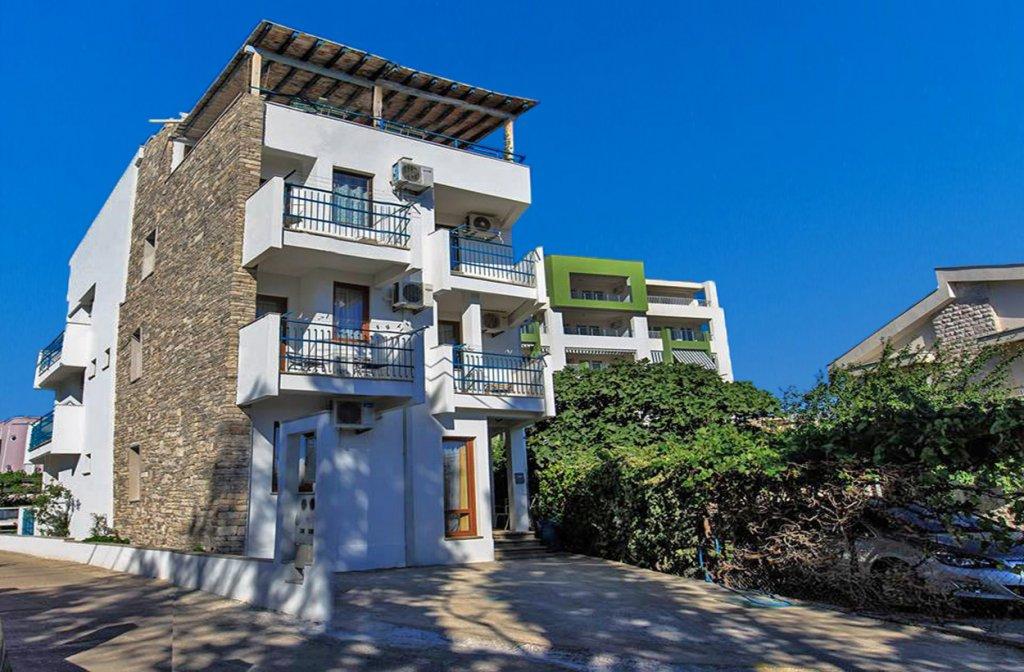 Bar, Šušanj – mini hotel blizu mora, sa 5 apartmana i zatvorenim bazenom