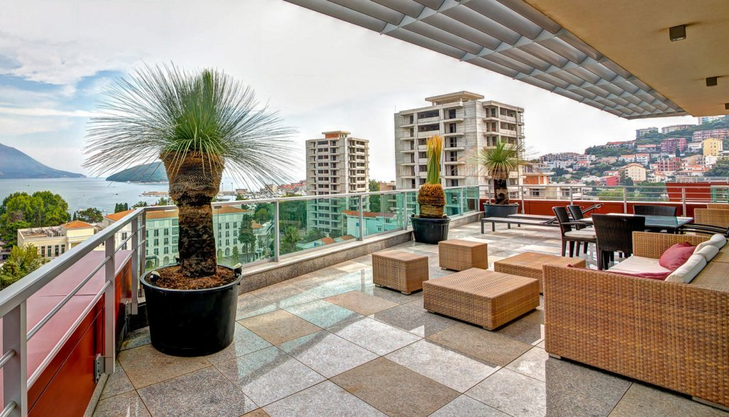 Budva, TQ Plaza – penthouse 240m2 with 4 garage places and sea view