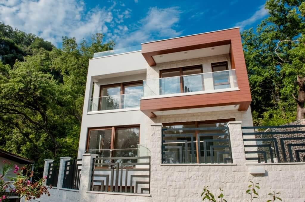 Budva, Perazića Do – savremena nova vila, 10m od pješčane plaže, sa dva bazena