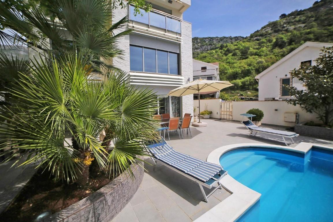 Budva, Potkosljun – luksuzna vila s bazenom