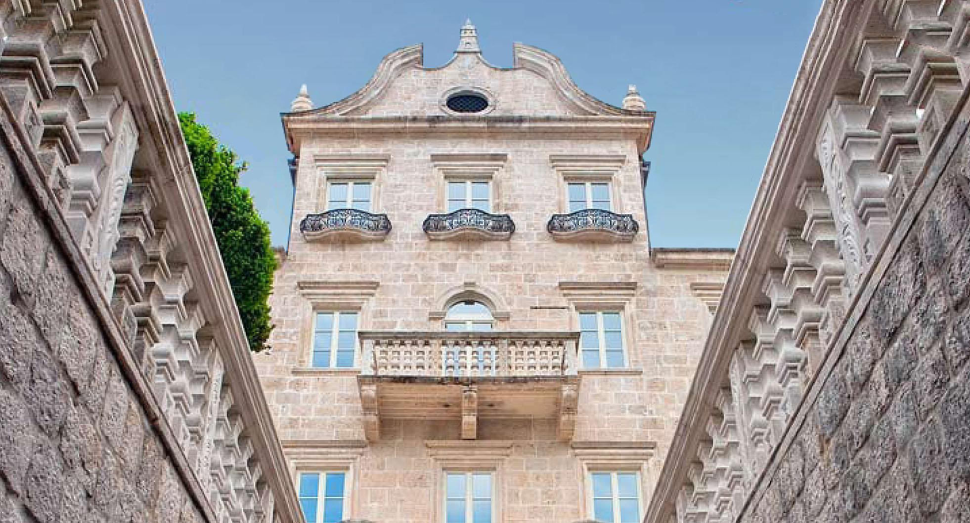 Kotor, Dobrota – istorijska kamena palata na prvoj liniji do mora