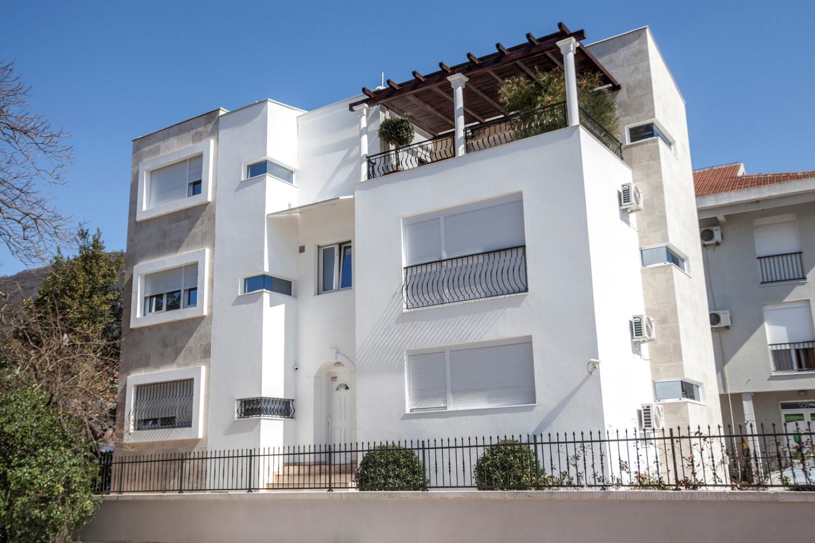 Tivat, centar – dvosoban dupleks apartman, 50m od mora