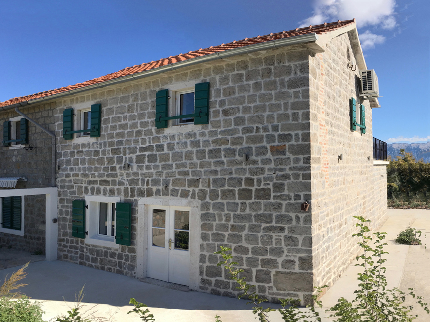 Lustica, Zabrdje – renovated stone house with sea view