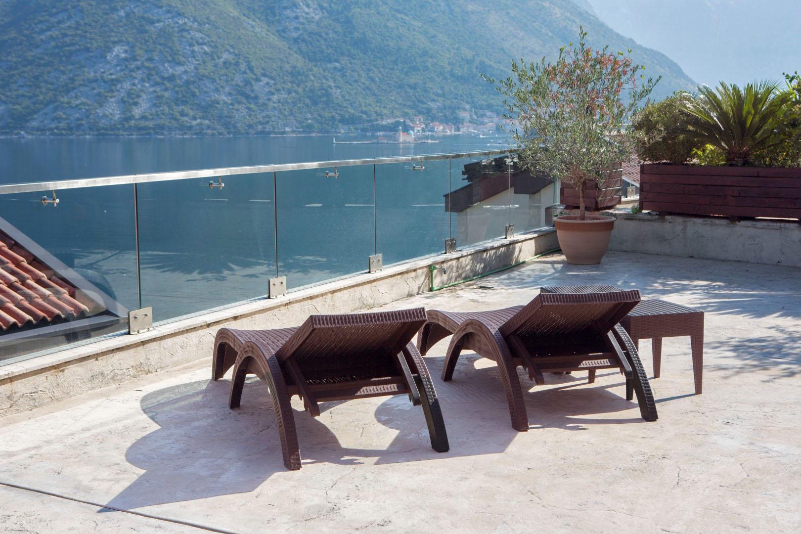 Kotor, Kostanjica – trosoban apartman s baštom od 335m2 i pomoćnim objektom